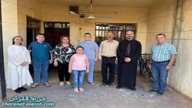بالصور … اللجنة الرعوية لخورنة القوش تواصل زيارتها للعوائل