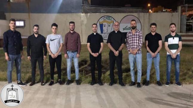 خوري كنيسة القوش يزور اتحاد الشبيبة الديمقراطي العراقي في القوش