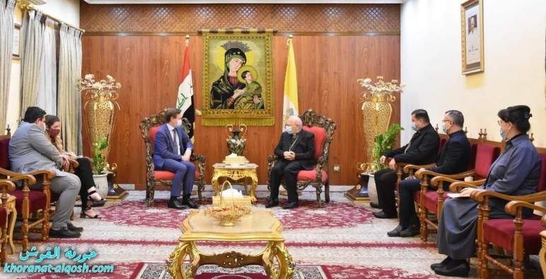 الكاردينال ساكو يستقبل السفير البريطاني في العراق