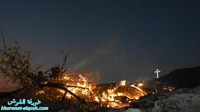 بلدة القوش المسيحية تحتفل بعيد الصليب المقدس وتنير شعلة الصليب في جبلها