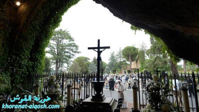 البابا فرنسيس يختتم شهر أيار بصلاة المسبحة من حدائق الفاتيكان
