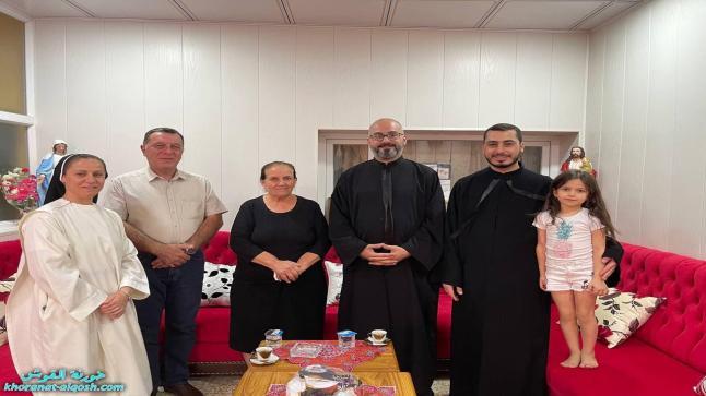 اللجنة الرعوية في القوش تواصل زيارتها لأهالي البلدة